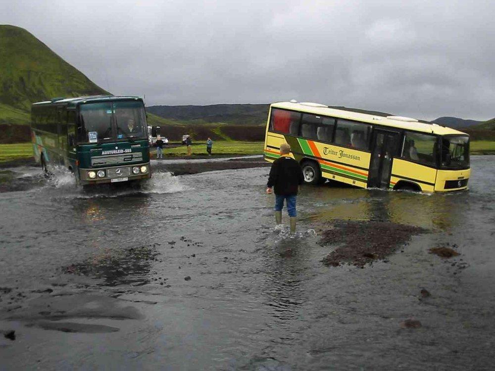 Two-buses.thumb.jpg.156ef05c5c89d6cfab7b70bcedf47c7e.jpg