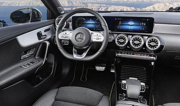 New-Mercedes-A-Class-2018-interior-1223480.jpg
